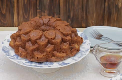 El sirope de arce y el azúcar hacen que el sabor de este Bundt sea increíble, a nueces, a caramelo. Una delicia.