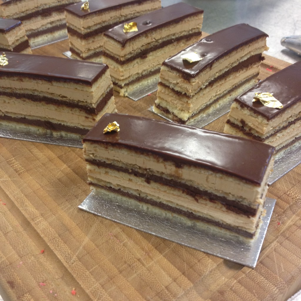 Mi preciosa Tarta Opera con sus capas casi perfectas.