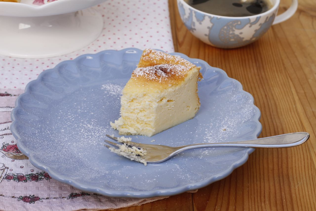 Una tarta de queso superjugosa y esponjosa.