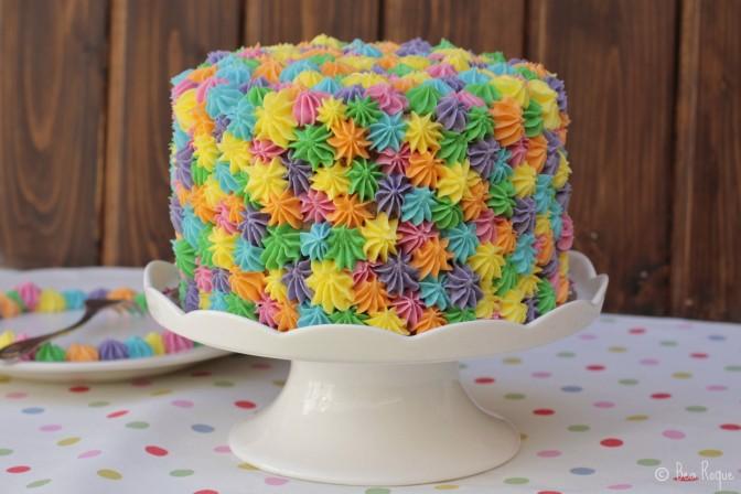 Una tarta sencillísima de hacer, con colores muy primaverales