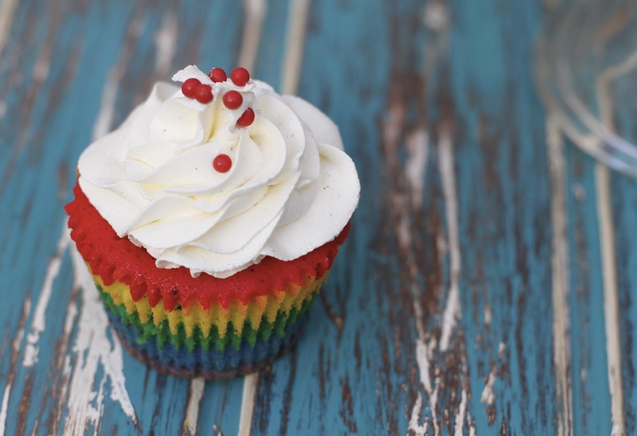 Unos preciosos y coloridos cupcakes Arco Iris